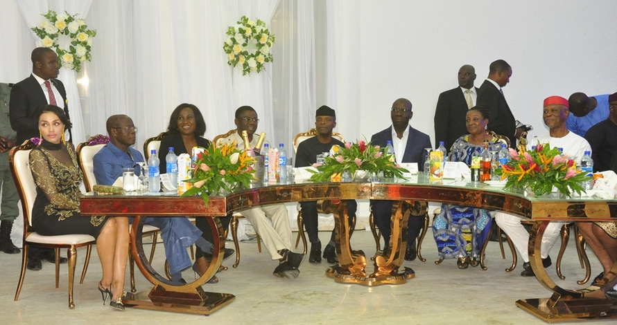 Vice President, Prof. Yemi Osinbajo (4th right); Governor of Edo State, Mr. Godwin Obaseki (3rd right); wife of the Governor, Mrs. Betsy Obaseki (2nd right); Deputy Governor, Rt. Hon. Philip Shaibu (4th left); wife of the deputy governor, Mrs. Maryann Shaibu (3rd left); National Chairman, All Progressives Congress, Chief John Odigie-Oyegun (right); former Edo State Governor, Comrade Adams Oshiomhole (second left), and wife of the former governor, Mrs. Lara Oshiomhole, at the Dinner organised by Edo State Government in honour of the Vice President, in Government House, Benin City.