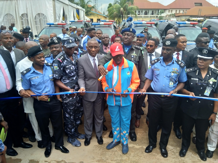 Delta State Governor, Senator Ifeanyi Okowa (3rd right); Chief Judge of the State, Justice Marshal Umukoro (2ndleft); the State Commissioner of Police, CP Muhammad Mustafa (2ndright), the Second in Command, DCP, Ngozi Onadeko, and DSP Usman Dimka, Commander, Eagle Net Squad and Police Ambassador, SP Korede Bello during the commissioning of the Eagle Net Special Squad Office at the State Police Headquarters, Asaba.