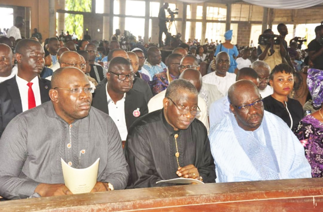 Edo State Governor, Mr. Godwin Obaseki (right) former President, Goodluck Jonathan (middle) and Governor of Bayelsa State, Seriake Dickson, at the Funeral Mass held in honour of elder statesman, Chief Anthony Anenih, at St. Anthony Catholic Cathedral, Uromi, Edo State, on Saturday, December 1, 2018.