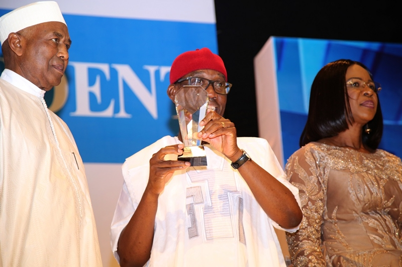 Delta State Governor, Senator Ifeanyi Okowa (middle); his wife, Dame Edith (right) and Alhaji Ismaila Funtua, at the Annual Independent Newspapers Awards 2018, held at Eko Hotels and Suites, Lagos State.