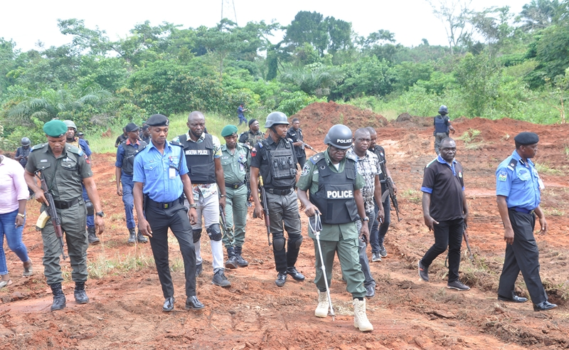 Edo State Commissioner of Police, DanMallam Mohammed (3rd right), with other officers and men of the Command, inspecting clearing of bushes along Benin-Lagos Road.