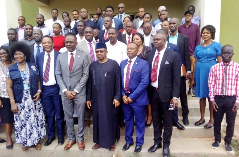 Dr. Osagie Ehanire (c) Prof. Darlington Obaseki (4th right) and other management staff of UBTH during the Minister's visit.